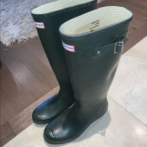 Hunter Original Tall Rainboots in dark olive